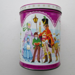The Quality Street Soldier & Lady sing carols